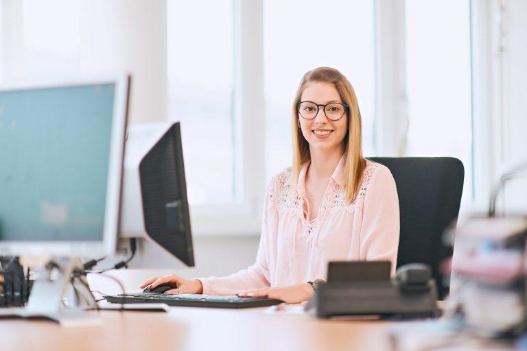 Businessportrait - Frau im Büro