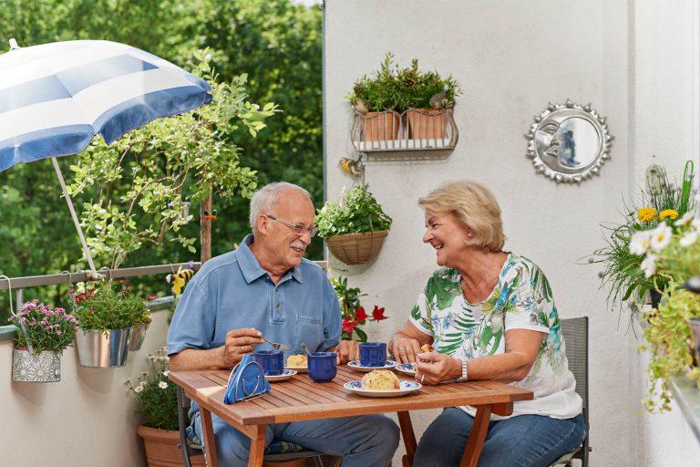 Ehepaar auf dem Balkon