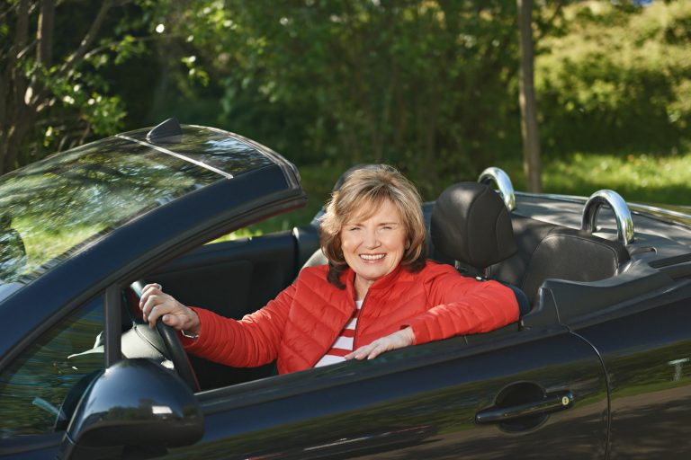 Businessportrait - Frau im Auto
