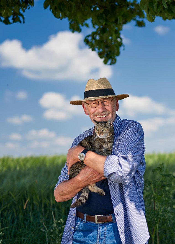Businessportrait - Mann mit Katze