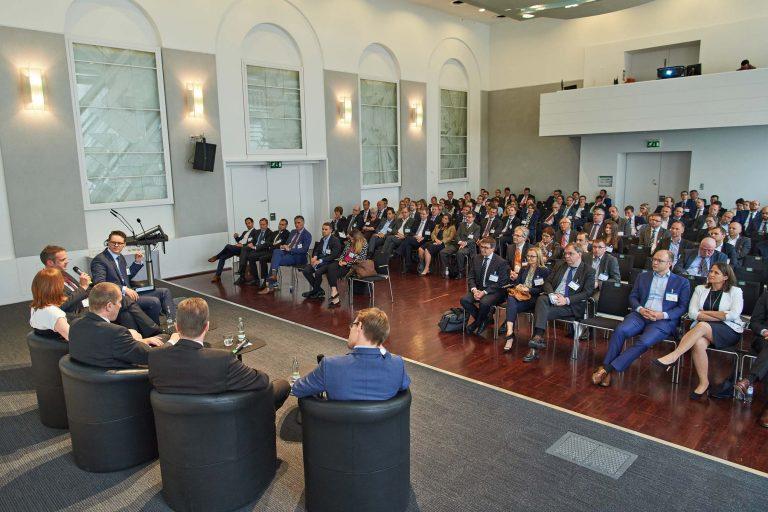 Berichterstattung und Dokumentation über eine Podiumsdiskussion