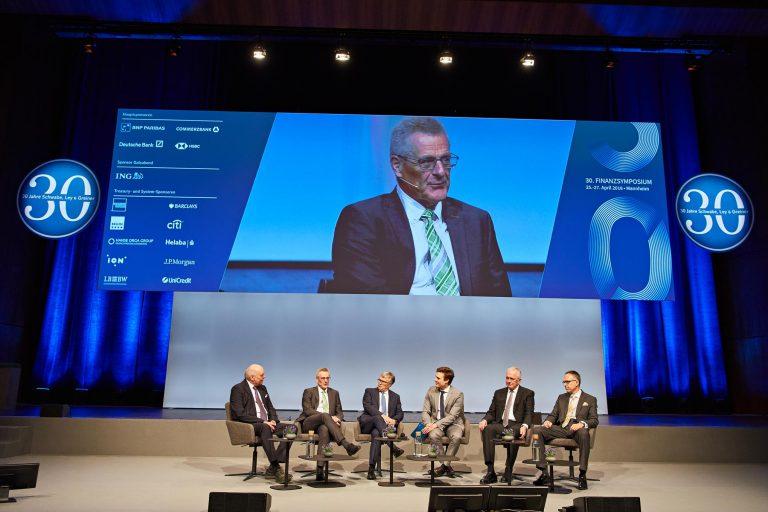 Pressefotos zur Berichterstattung Finanzsymposium - Podiumsdiskussion