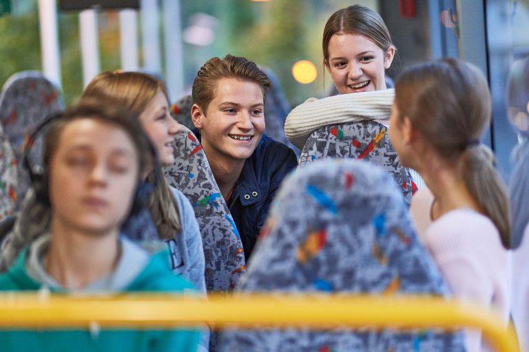 Fotograf aus Schwerin - Portraitfoto jugendlicher Fahrgäste